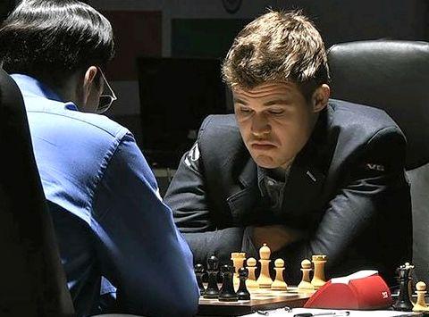 Играть в шахматы с магнусом карлсеном онлайн настроен делать ему