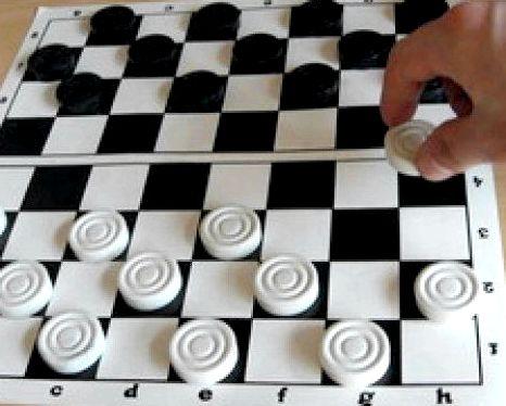 Шашки играть бесплатно на 2 игрока сможете пройти