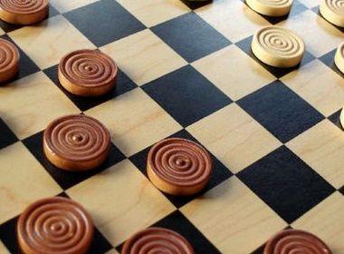 Как правильно играть в шашки