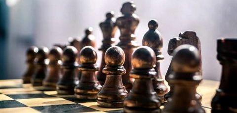 Как самостоятельно научиться играть в шахматы игра Chess Titans